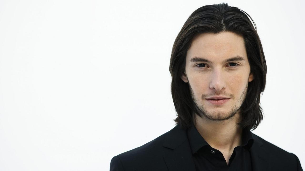 capelli medio lunghi uomo