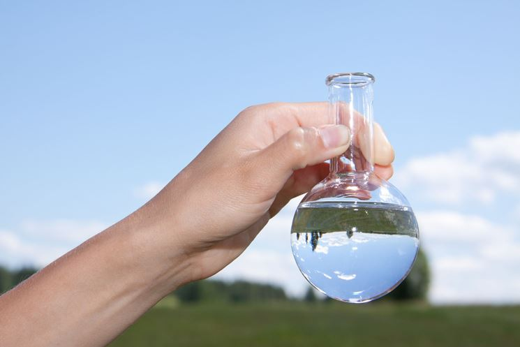 Campione acqua per analisi