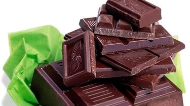 Il cioccolato è un alimento ricco di triptofano  fonte www.cosmopolitan.com