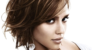 Taglio corto capelli lisci donna