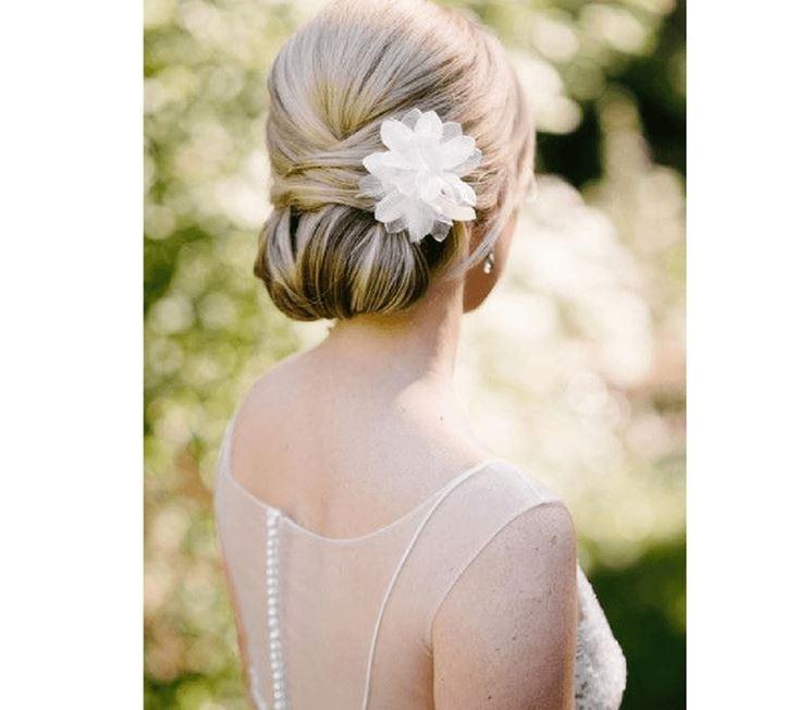 Anemoni e fiori capelli lunghi