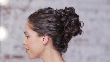 Acconciature capelli ricci Capelli lunghi ricci raccolti