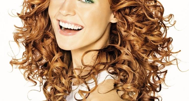 Tagli medio lunghi per capelli ricci