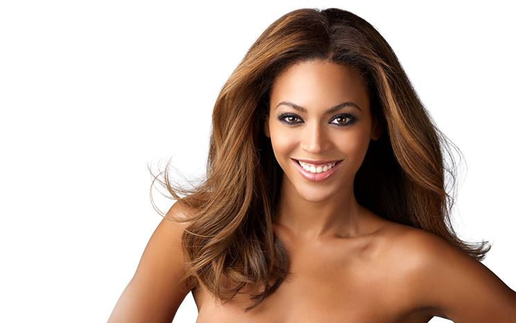 Beyoncé con i capelli bronde