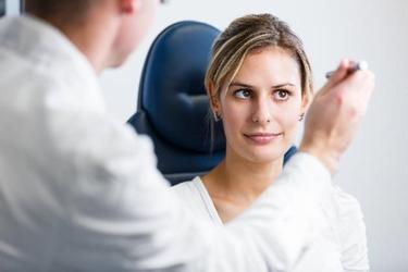 Controllo clinico per uveite
