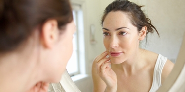Su posti di una faccia la gravidanza di danni del petto può