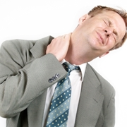 Uomo con torcicollo