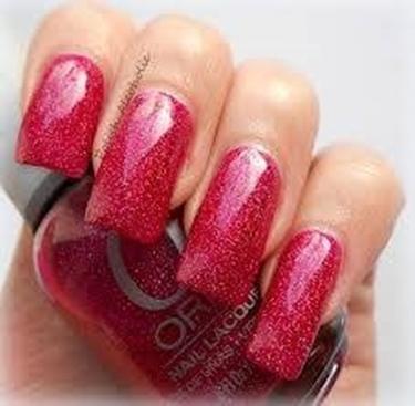 unghie lunghe e smalto rosso