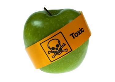 I pesticidi presenti sui prodotti della terra sono dannosissimi per la nostra salute.