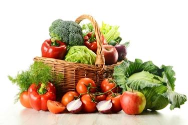 Frutta e verdura in cesto