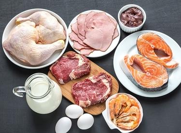 Uova, carne e salmone