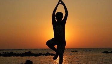 Via lo stress con lo yoga