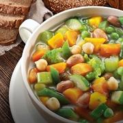 Tazza di minestrone vegetale