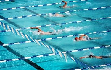 Nuotare a ritmo sostenuto aiuta a dimagrire