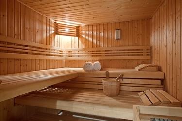 il bagno turco molto simile alla sauna ma la differenza insita proprio nella temperatura e umidit poiche nel primo caso lambiente molto pi secco