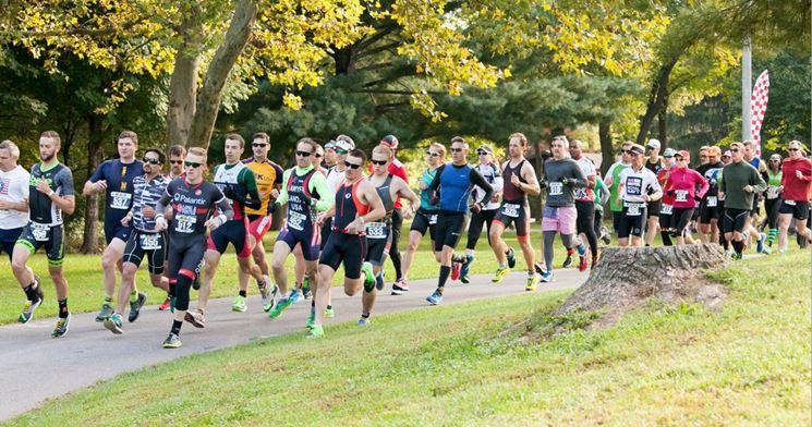 partecipanti duathlon corrono
