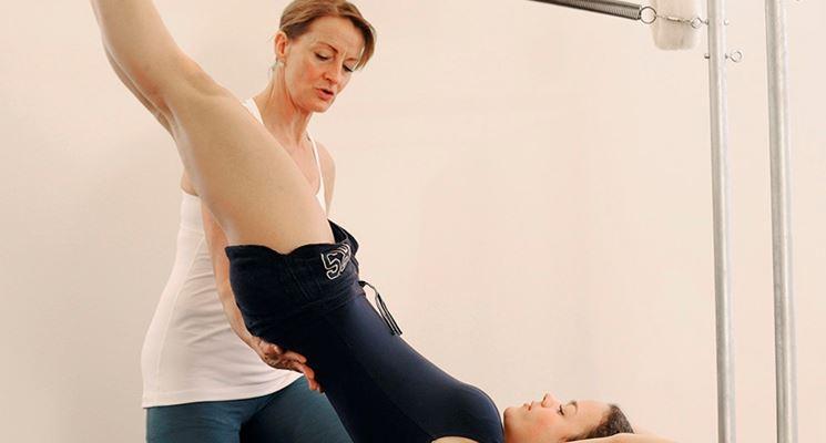Esercizi di pilates con personal trainer
