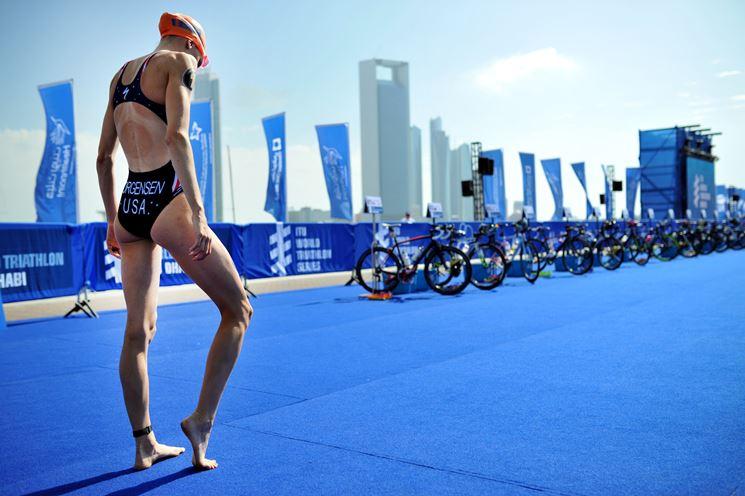 Atleta triathlon gara