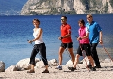 fit walking in spiaggia