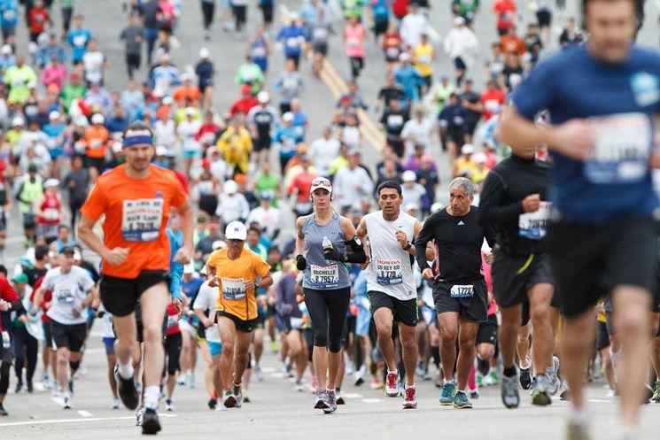 Persone corrono la maratona
