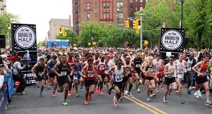 Atleti alla partenza di una mezza maratona