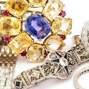 Gli accessori bijoux variopinti e decorativi