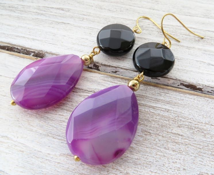 Esistono molte varietà di pietre per accessori bijoux