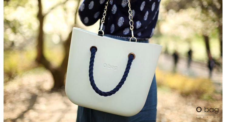 Le borse O bag a tracollla sono comode e pratiche
