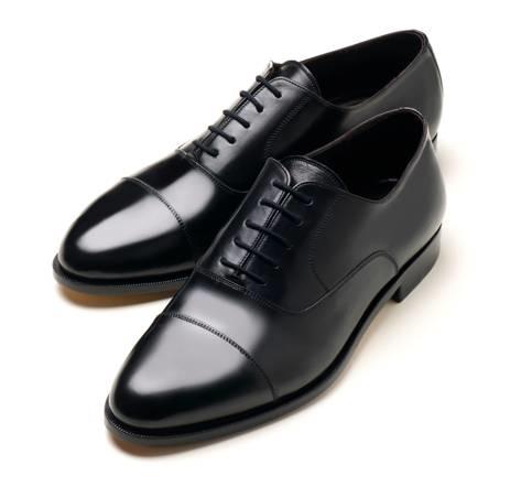 Le sneakers più alla moda del momento – Tendenze scarpe per uomo By CORRADO FIRERA / dicembre 19, Ciao ragazzi, in molti mi avete chiesto di scrivere un articolo su questo argomento, e ho deciso di accontentarvi svelandovi quali sono le scarpe per uomo più alla moda del momento.