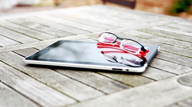 occhiali e ipad