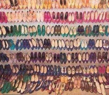 Diverse tipologie di scarpe<p />