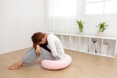 Donna con problemi gastrointestinali