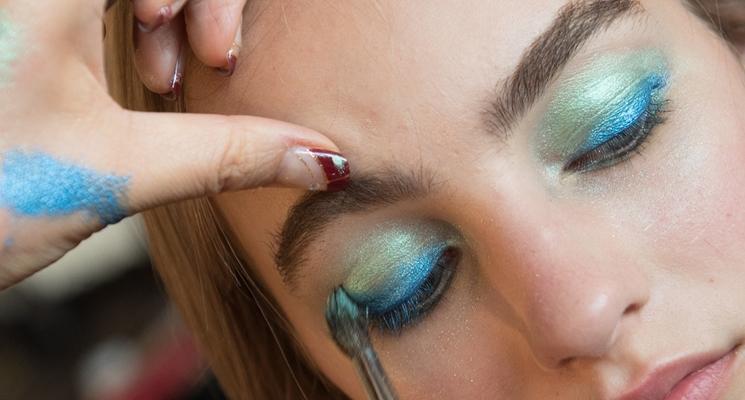 occhi ombretto azzurro