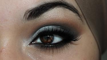 occhi truccati marrone