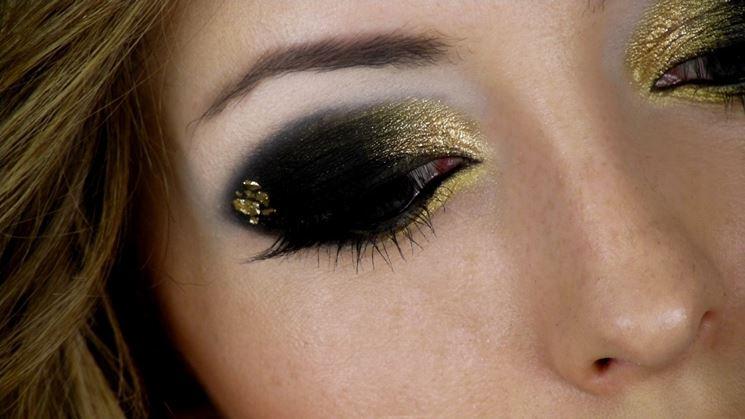 trucco occhi capodanno oro